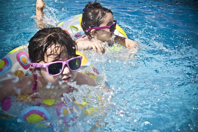 Corso di nuoto rivolto a minori di eta' compresa tra i sei ed i tredici